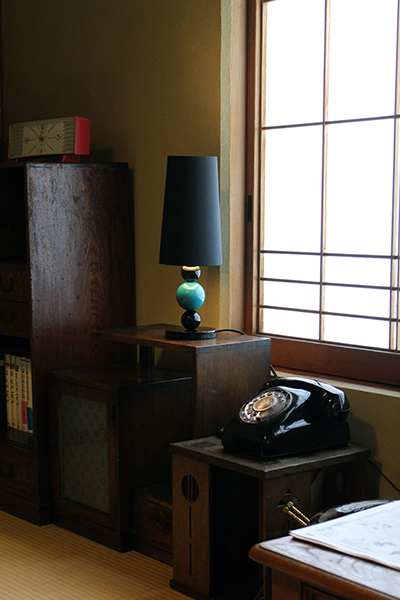 Urushi Ball lamp at a corner